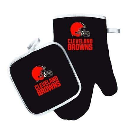 Cleveland Browns oven mitt and pot holder set